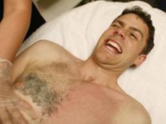 эпиляция груди воском