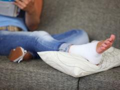 первая помощь при сильном ушибе ноги
