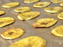 приготовление банановых чипсов в сушилке