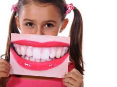 коричневый налет на зубах у детей и взрослых