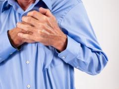 Сильная загрудинная боль - это главный признак инфаркта
