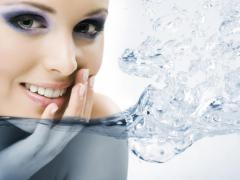 Петрушка в косметологии оказывает омолаживающий эффект