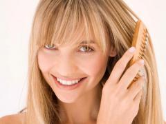 Отвар петрушки благотворно воздействует на состояние волос