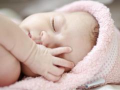 У грудничков на теле часто появляется разного рода сыпь