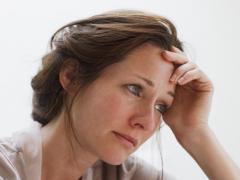 Неотложная помощь заключается на воздействии на блуждающий нерв