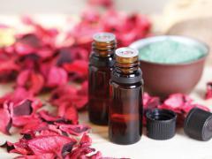 Миндальное масло входит в состав лосьонов и кремов