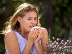 Об аллергическом бронхите говорит сильный кашель