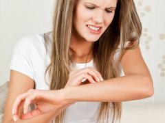 Волдыри возникают на коже из-за воспалительного отека дермы