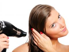 Ухудшить состояние волос могут многие внешние факторы