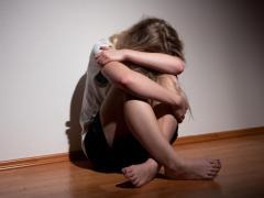 При ярко выраженной депрессии необходимо обратиться за помощью к врачу