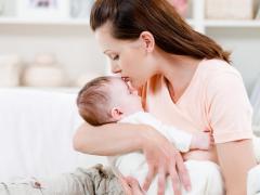Кормящей маме следует придерживаться строгой диеты