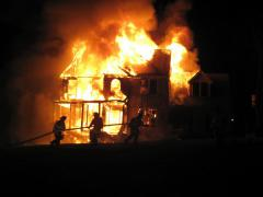 Пожар угрожает здоровью и жизни людей