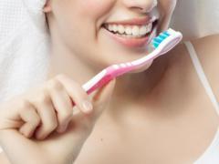 С налетом на зубах помогают справиться специальные зубные пасты