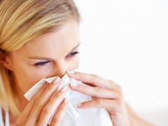 Чихание и насморк могут быть признаками аллергии