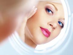 Наличие лопнувшего капилляра говорит о необходимости обратиться к дерматологу