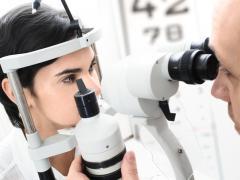 Профилактика заболеваний глаз заключается в систематической проверке зрения