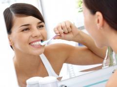 Для предотвращения развития гингивита нужно уделять внимание гигиене полости рта