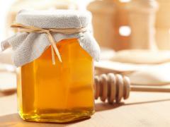Мед является натуральным заменителем сахара