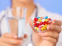 При осложненном течении болезни применяются антибиотики