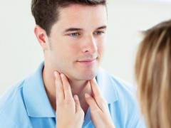 Хроническая форма фарингита характеризуется рядом симптомов
