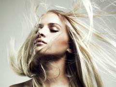 Производители предлагают множество средств от пушащихся волос