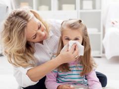 У детей при болезни насморк имеет зеленый цвет