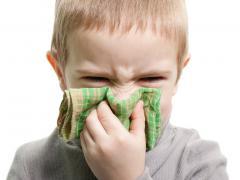 Родителей волнует, чем лечить простуду у детей