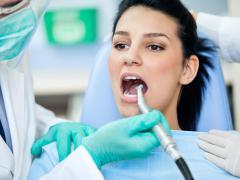 К имплантации зубов нужно подходить ответственно