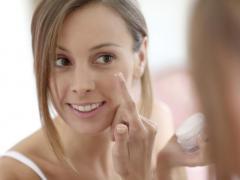 При покупке косметики уделяйте внимание составу