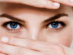 На слизистой оболочке глаза обитает множесто микроорганизмов