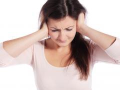 При шуме в голове нужно обратиться к врачу