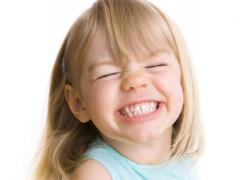 На смену молочным зубам приходят коренные