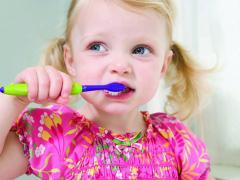 В жизни всех родителей наступает момент смены молочных зубов у детей