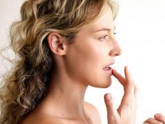 Высыпания на губах появляются достаточно быстро
