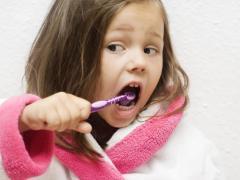 В три года у ребенка должно быть 20 зубов