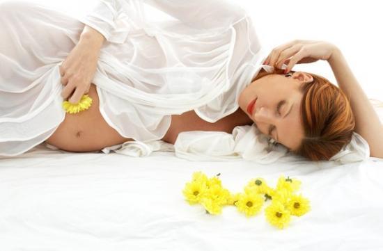 светло желтые выделения при беременности