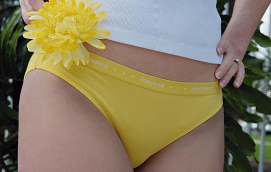 Желтоватые выделения у женщин