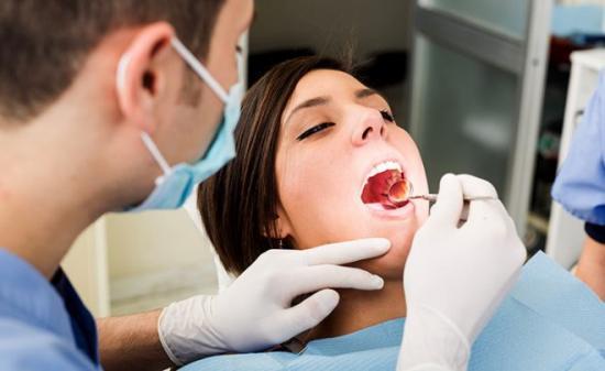 При воспалившейся десне обратиься к стоматологу