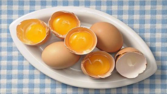 пить сырые яйца по утрам