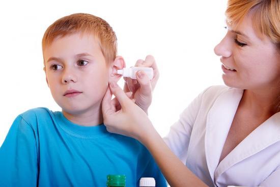 закапывать уши