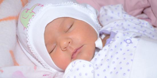 Новорожденный ребенок часто икает