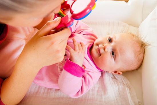 ребенок в два месяца что умеет