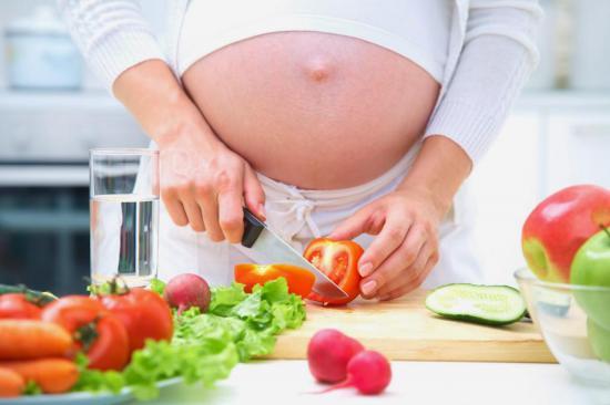 Профилактика запора во время беременности - это правильное питание