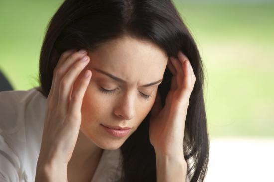 При гайморите человек жалуется на головную боль