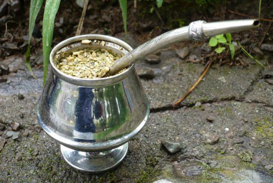 Чай мате заваривают в специальном сосуде
