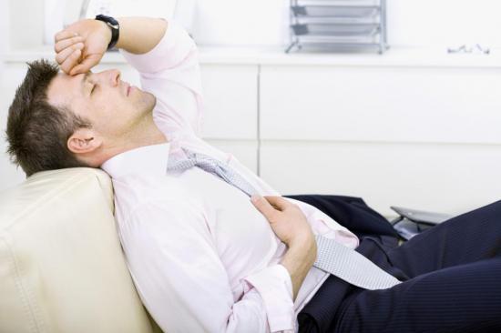 При гипертиреозе мужчина быстро теряет массу тела