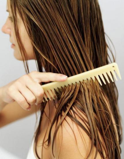 Смыть волосы яблочным уксусом