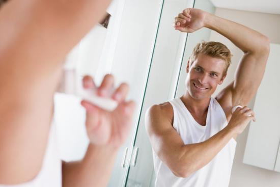Антиперспирант поможет мужчинам справиться с потливостью