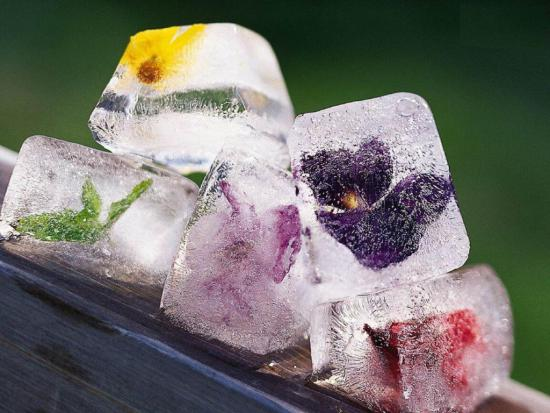 Тающий лед способен наполнить кожу необходимой ей влагой