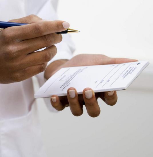 При подозрении на полиартрит немедленно обращайтесь к врачу